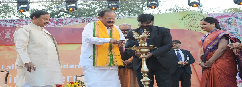 The Vice President, Shri M. Venkaiah Naidu inaugurates the 1st International Kala Mela in the presen...
