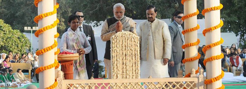 PM paying homage at the samadhi of Mahatma Gandhi on 30th Jan 2015